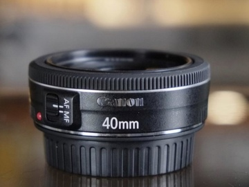 Sell: Canon 40mm lens good as new
