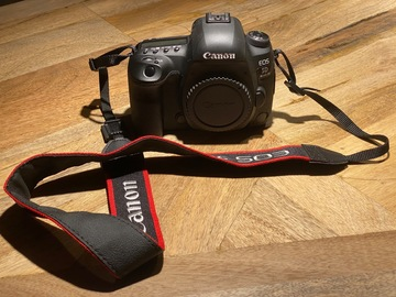 Rentals: Canon 5D Mark IV+2Batteries+Charger+CF Card+SD Card
