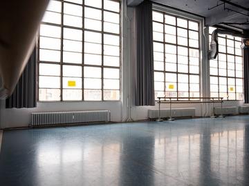 Studio/Spaces: Tanzstudio mit Flügel