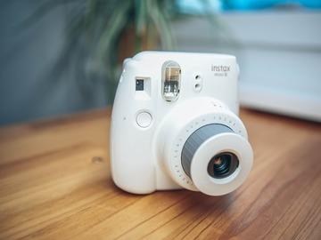 Rentals: Fujifilm instax mini 8 polaroid 60mm Sofortbildkamera white/weiß
