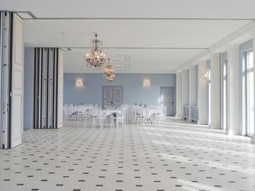 Studio / Räumlichkeiten: Eleganter, heller Festsaal auf Gut Sarnow