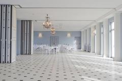 Studio/Spaces: Eleganter, heller Festsaal auf Gut Sarnow