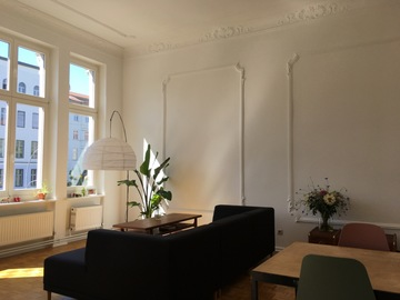 Studio/Spaces: Berliner Altbau with balconies