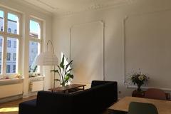 Studio/Spaces: Berliner Altbau with balconies