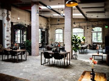 Studio/Spaces: Brauerei, Restaurant & Biergarten im historischen Industriedesign