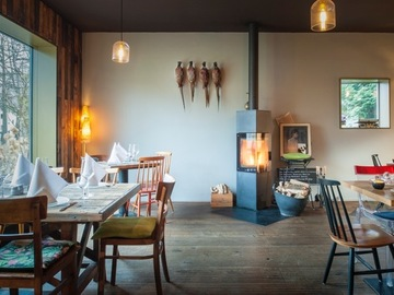 Studio/Spaces: Restaurant mit Kamin