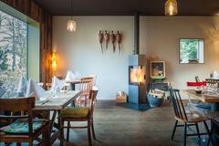Studio/Spaces: Restaurant mit Kamin