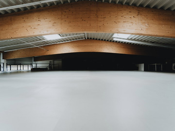 Studio/Spaces: Stylische, flexible Halle