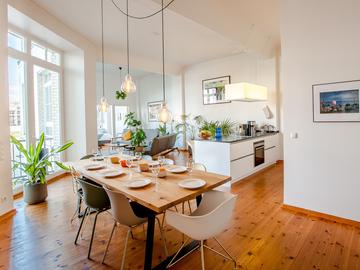 Studio/Spaces: Großzügiges Design-Apartment direkt an der Spree