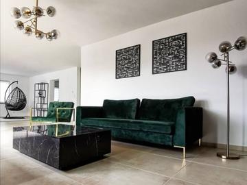 Studio / Räumlichkeiten: Große Wohnung mit studioartigem Wohnraum