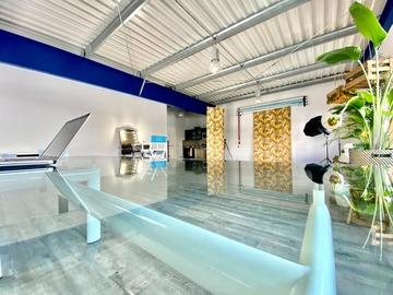 Studio/Spaces: 80m2 Tageslichtstudio mit  Make-up Station und Küche