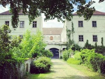 Studio/Spaces: Gutsgelände Schloss Katzenberg