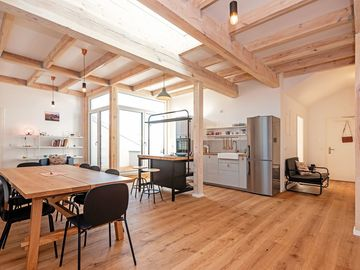Studio/Spaces: Modern Penthouse with Wooden Beams