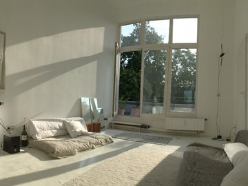 Studio/Spaces: Bright Rooftop Apartment with Terrace