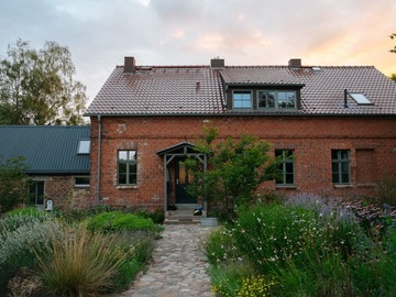 Studio/Spaces: Large countryside home with mediterranean garden & outdoor spaces