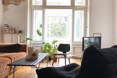 Studio/Spaces: 150qm Altbauwohnung mit Stuck, Dielen, Ofen, Erker und Tageslicht
